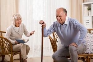 動き始めに膝が痛いのは変形性膝関節症の症状